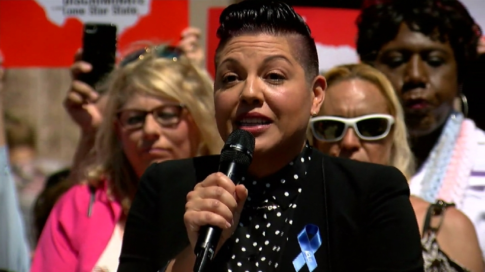'Grey's Anatomy' star joins rally for LGBTQ equality at Texas Capitol