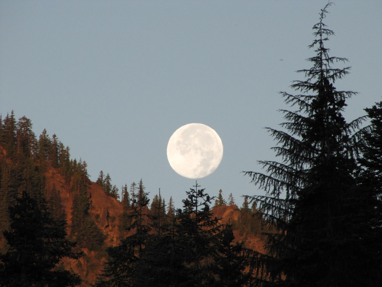 Moon over Elk Lake area of Breitenbush (Charles McConnell/CC by 2.0)