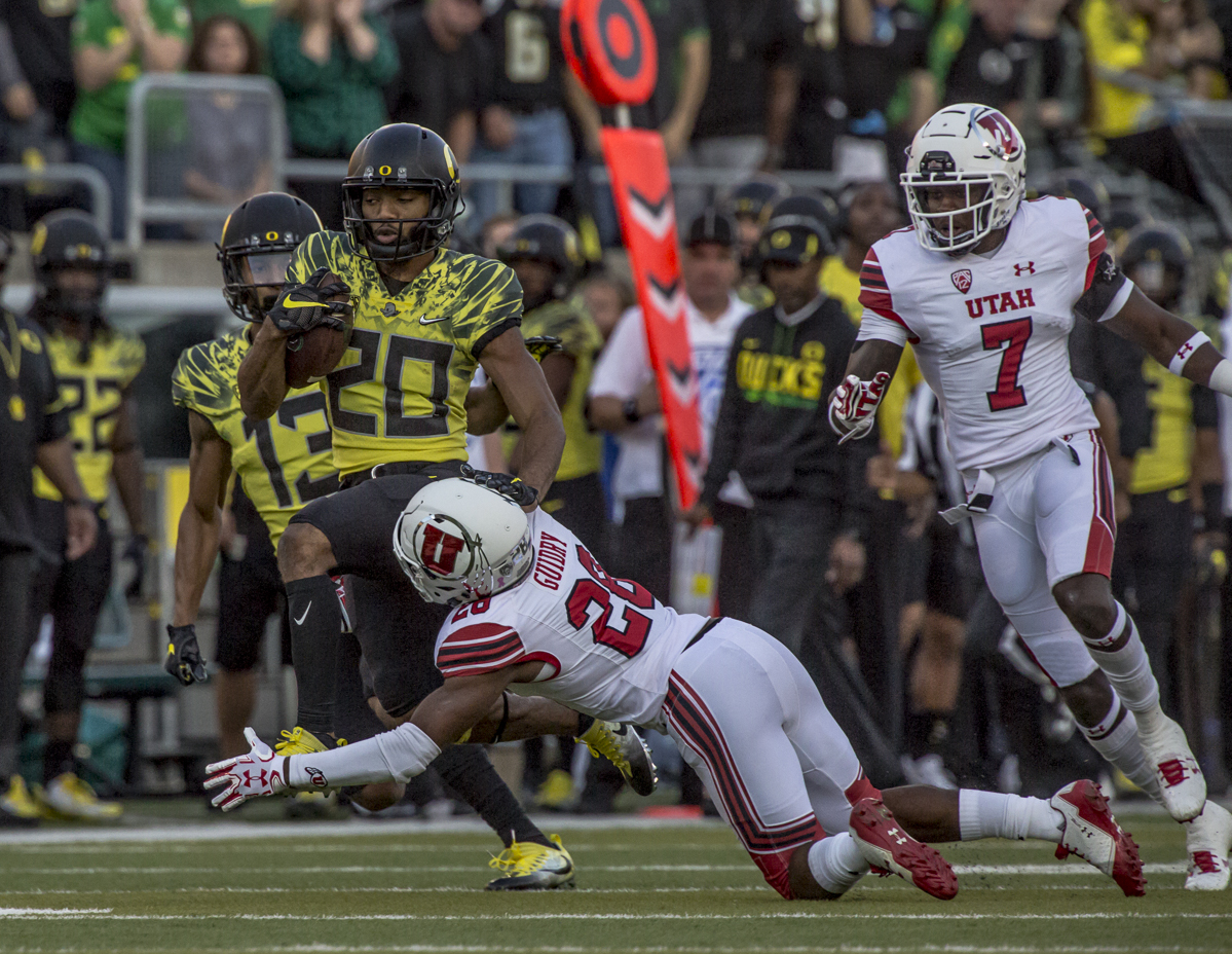 Oregon running back Tony Brooks-James (#20) runs past an Utah defender. The Oregon Ducks defeated the Utah Utes 41 to 20 during Oregon's homecoming game at Autzen Stadium on Saturday, October 28, 2017. Photo by Ben Lonergan, Oregon News Lab