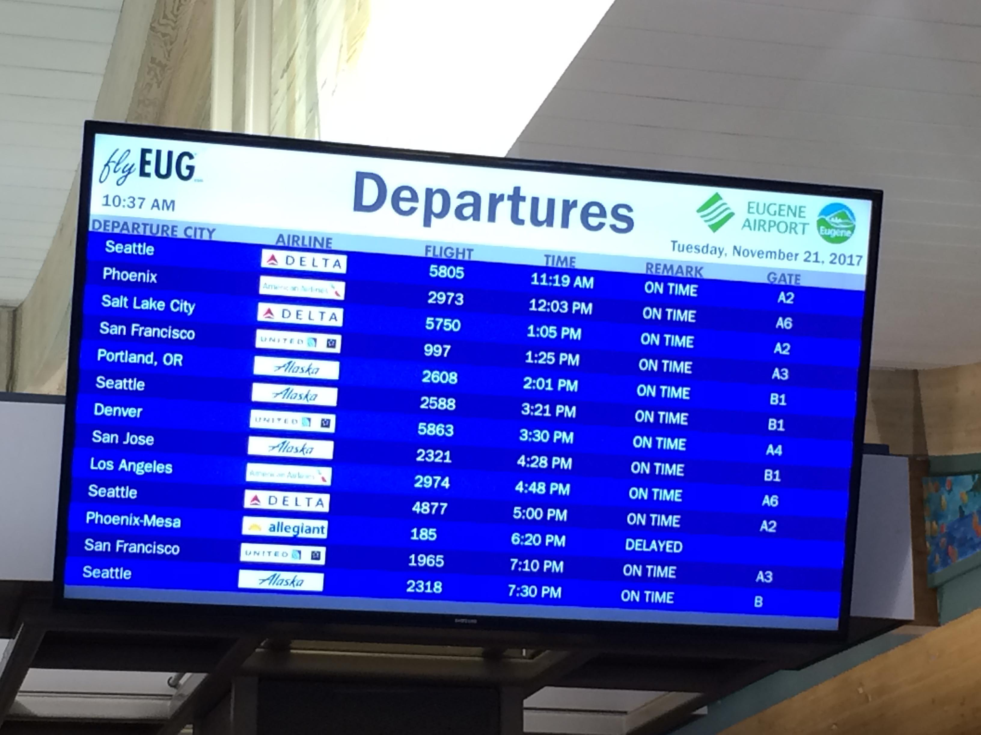 Eugene Airport expects more than 21,000 travelers for holiday weekend. Photo by Audrey Weil.