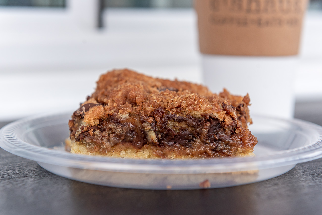 Vegan Cinnamon Streusel Chocolate Chunk Coffee Cake / Image: Mike Menke & Lacey Keith{ }// Published: 10.26.20
