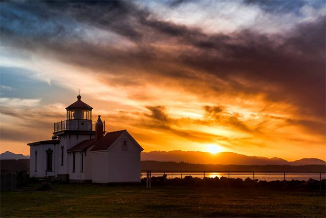 Sunset at the Discovery Park Lighthouse in Seattle. (Photo: Sigma Sreedharan Photography)