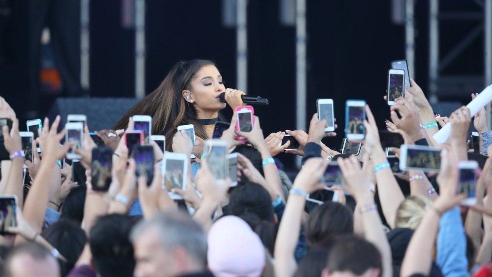 Ariana Grande to hold benefit concert in Manchester to help victims and families