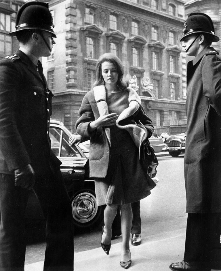 FILE - Christine Keeler, 21, arrives at Old Bailey in London, in this file photo dated April 1, 1963, where her bail was forfeited for her failure to appear earlier as a court witness in a shooting case against her ex-lover. The model at centre of Profumo Affair, a scandal that rocked the political establishment and forced cabinet minister to resign, Keeler has died Tuesday Dec. 5, 2017, according to a statement issued by her family.  (AP Photo/FILE)
