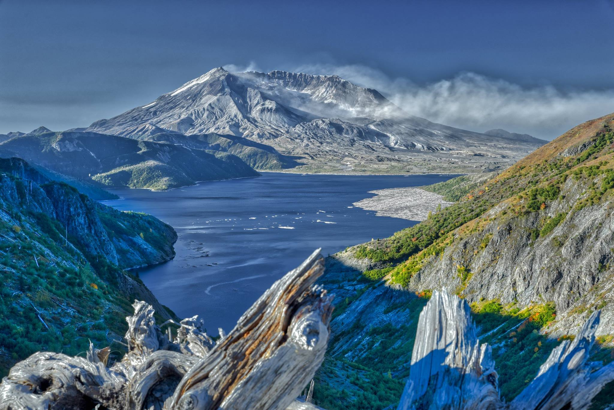 Wind blows ash off Mt. St. Helens (Photo: Karl Girardi of KOMO's Legion of Zoom group){&amp;nbsp;}<p></p>