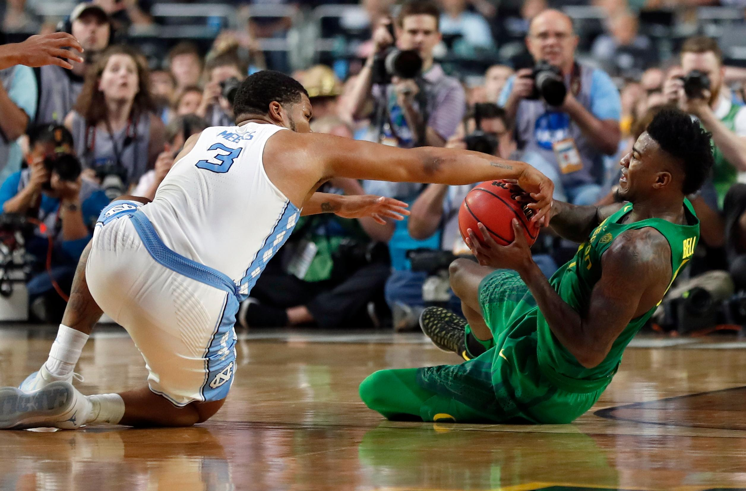 North Carolina's Kennedy Meeks (3) battles for the possession of the ball against Oregon's Jordan Bell during the second half in the semifinals of the Final Four NCAA college basketball tournament, Saturday, April 1, 2017, in Glendale, Ariz. (AP Photo/Charlie Neibergall)