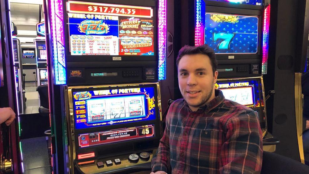 Columbus man wins more than $300,000 playing slots at Las Vegas airport