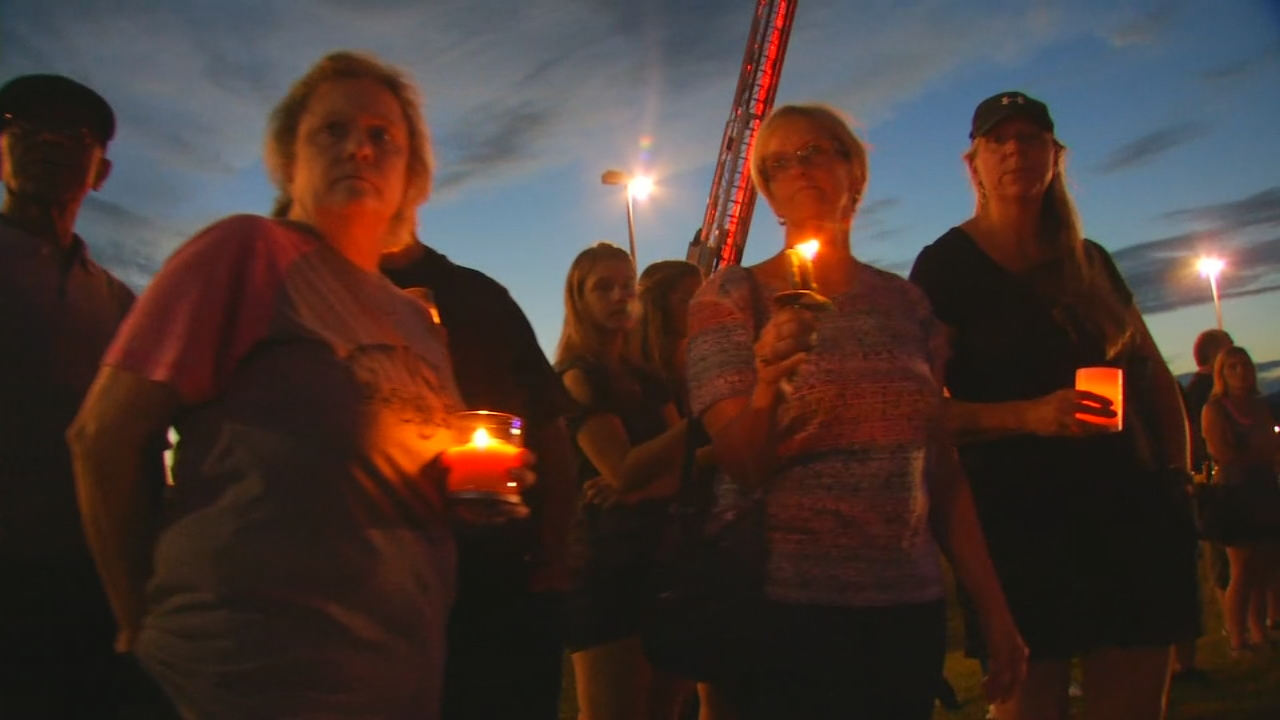 Hundreds of people turned out Wednesday night for a vigil to support Tommy bryson's family. (Photo credit: WLOS staff)
