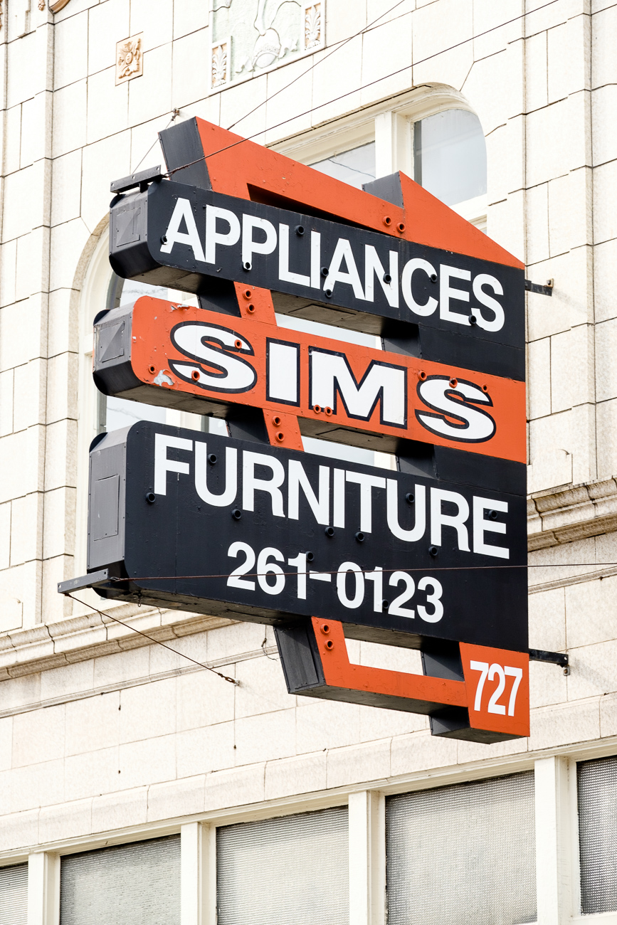 SIGN: Sim's Appliances and Furniture / ADDRESS: 727 Madison Ave, Covington, KY 41011 // Image: Daniel Smyth // Published: 2.18.17