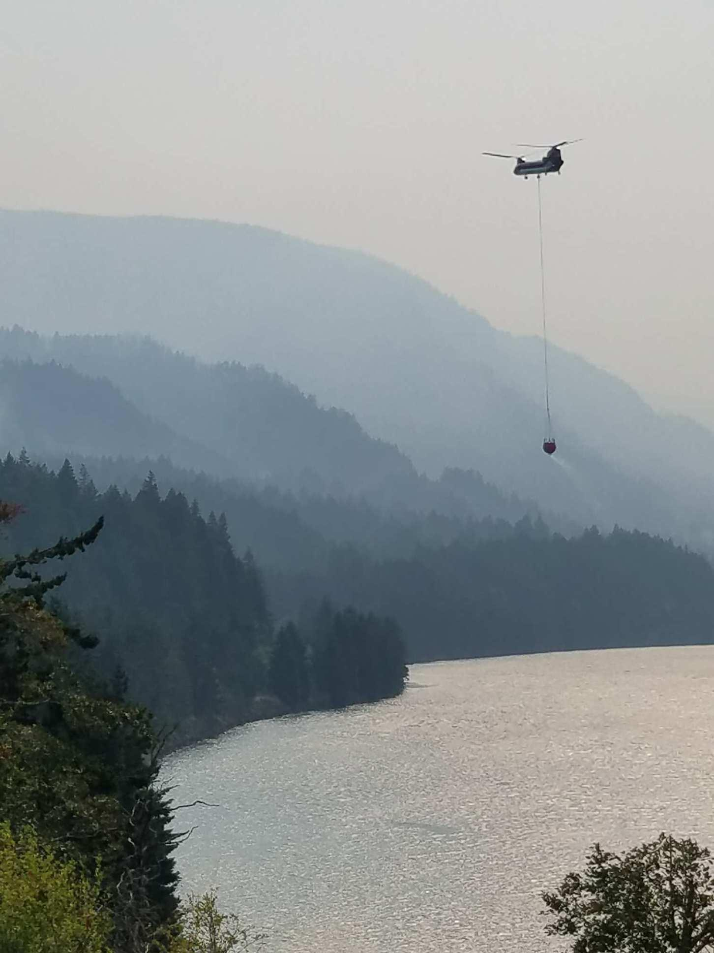 Helicopters get water from the Columbia River to assist firefighters (Photo via inciweb).