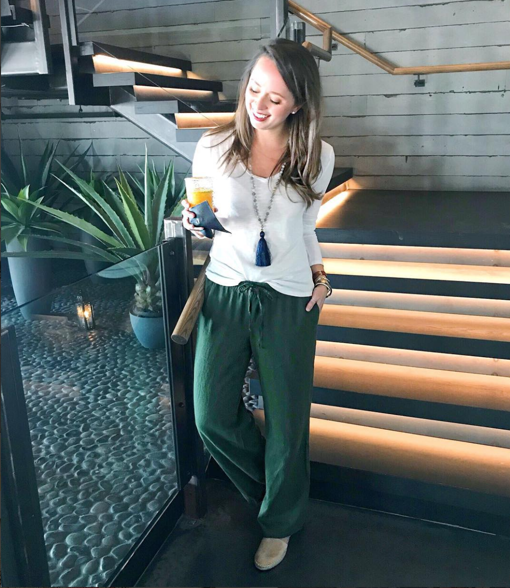 If you're looking for something casual, flowy pants are where it's at. (Image via @jennrog/southernanchors.com)