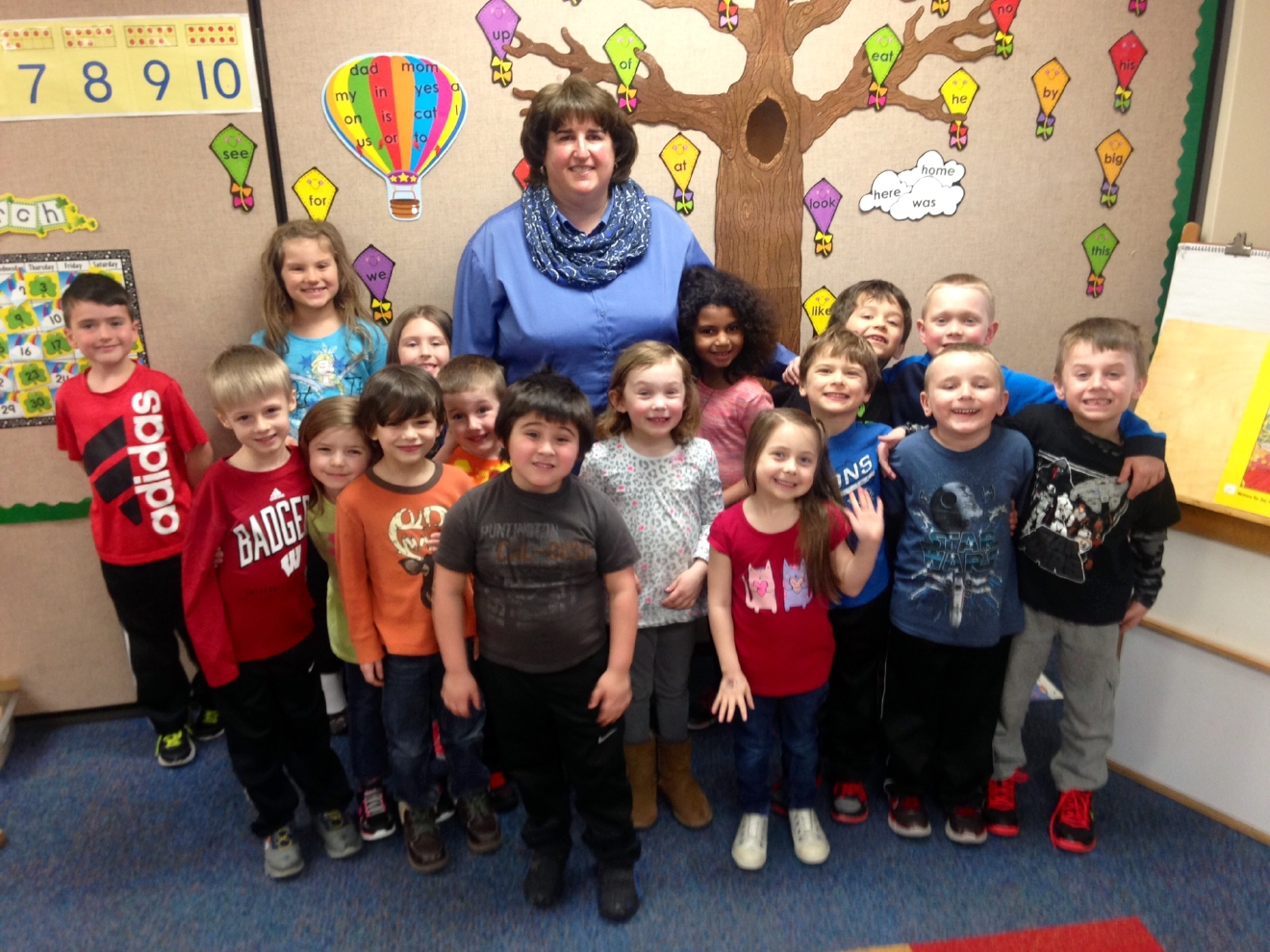 Golden Apple Award recipient Chris Skogg poses with her kindergarten class at Cormier Early Learning Center in Ashwaubenon. (WLUK/Emily Deem)