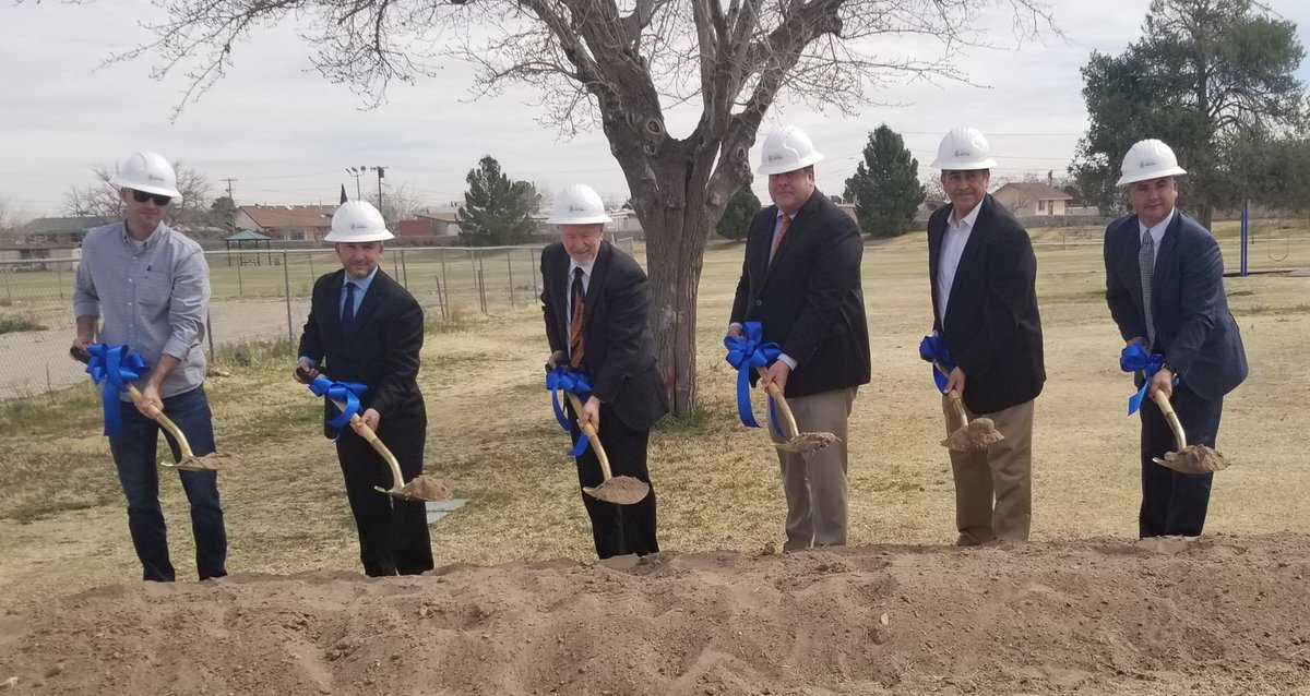 YISD Superintendent Dr. De La Torre joined City Rep. Henry Rivera, El Paso Water Pres. John Balliew, and Parks & Rec Dir. Tracy Novack for a groundbreaking to begin construction on a park, pond and pump station project next to the new Thomas Manor Elementary School.