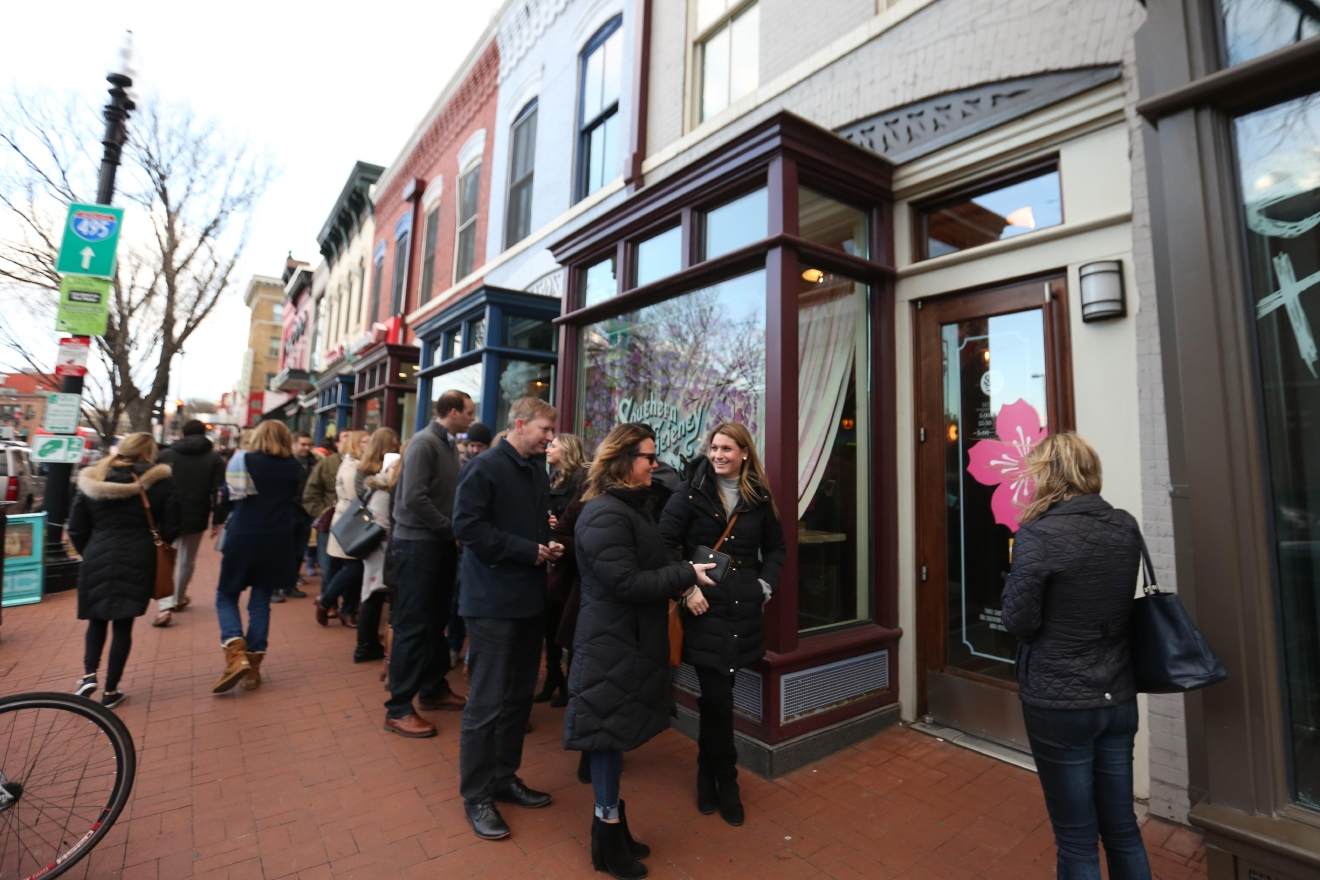 There's still a line for the bar, but it's not as sizable on weekdays. (Amanda Andrade-Rhoades/DC Refined)