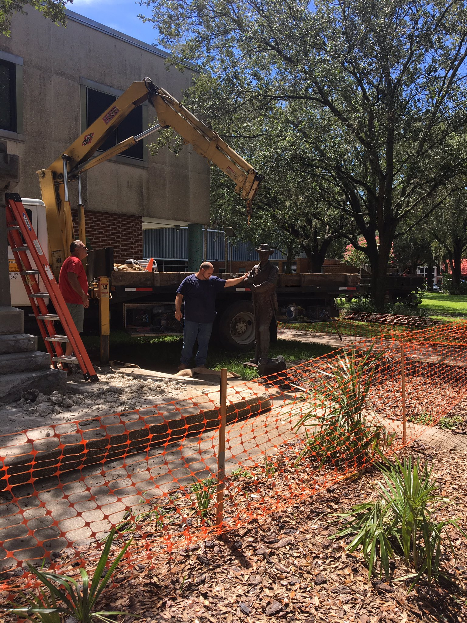 Old Joe Confederate statue coming down. (Katrina Boonzaier/WGFL)