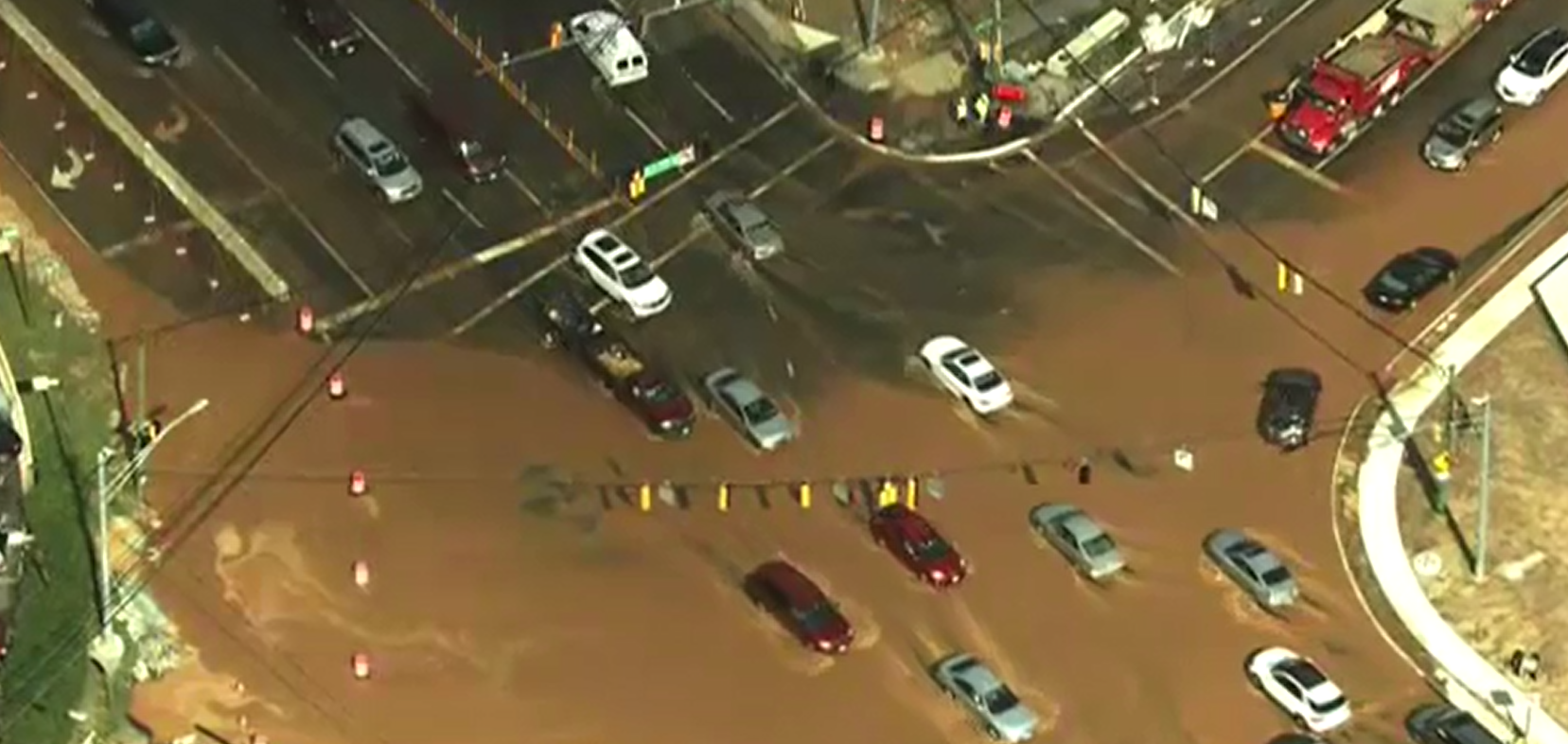 huge water main break in bethesda could mean a messy commute wjla huge water main break in bethesda wjla