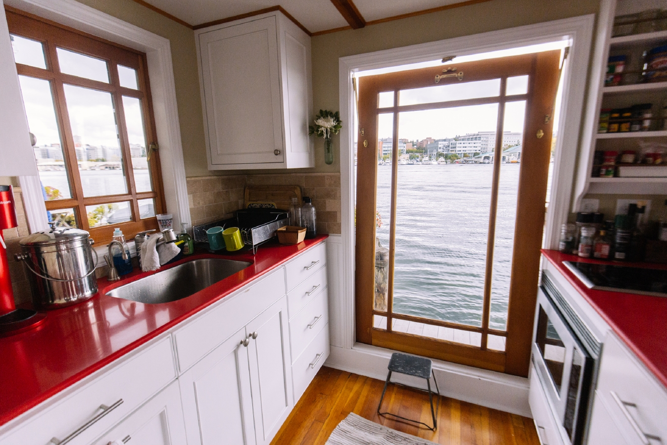 The 2016 Floating Home Tour featured thirteen floating homes along Portage Bay. We were able to sneak into a couple early, and will profile one a day for the next week. Next up is a slightly more traditional floating homes than the others we've seen so far - but Little Coney is no less impressive than the rest. In fact, it's simplicity might just make this one our favorite. (Image: Joshua Lewis / Seattle Refined)