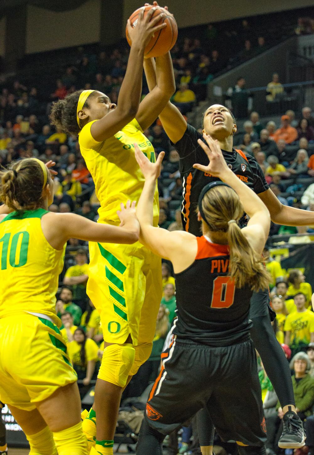 Oregon Ducks Forward Ruthy Hebard (#24) fights for the rebound with Oregon State Forward Breanna Brown (#4). Oregon Ducks lost 40-43 to Oregon State Beavers in a tightly matched fourth quarter. Photo by Jonathan Booker, Oregon News Lab