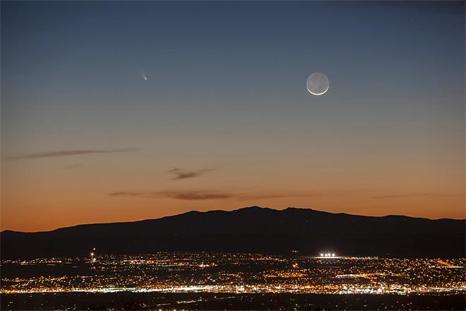 Comet Pan-STARRS is seen over the western horizon and just above Mount Taylor, from Albuquerque, N.M., Tuesday evening, March 12, 2013. The comet passed within 100 million miles of Earth last week.  (AP Photo/Albuquerque Journal, Morgan Petroski)