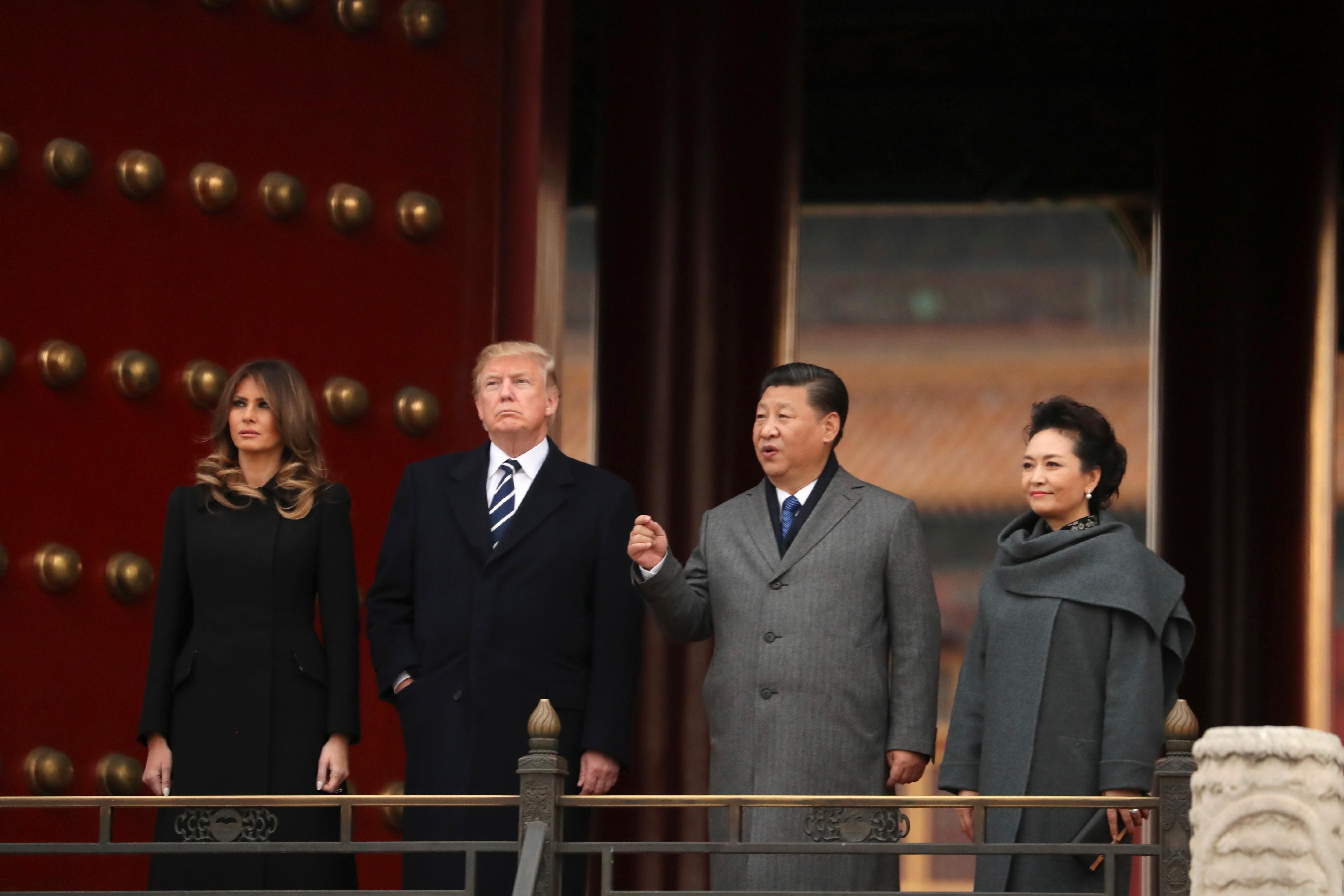 U.S. President Donald Trump, first lady Melania Trump, Chinese President Xi Jinping and his wife Peng Liyuan, right, stand together as they tour the Forbidden City, Wednesday, Nov. 8, 2017, in Beijing, China. Trump is on a five-country trip through Asia traveling to Japan, South Korea, China, Vietnam and the Philippines. (AP Photo/Andrew Harnik)