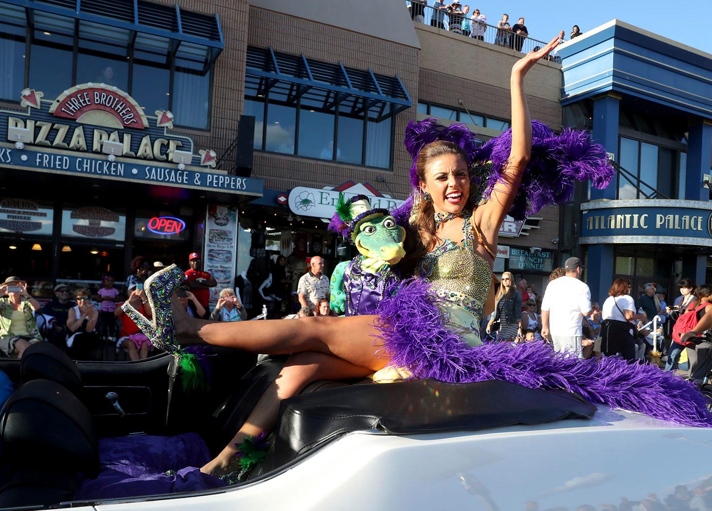 Miss Louisiana 2017 Laryssa Bonacquisti show the crowd her shoe during a parade on the Atlantic City, N.J., Boardwalk Saturday, Sept 9, 2017. (Edward Lea/The Press of Atlantic City via AP)