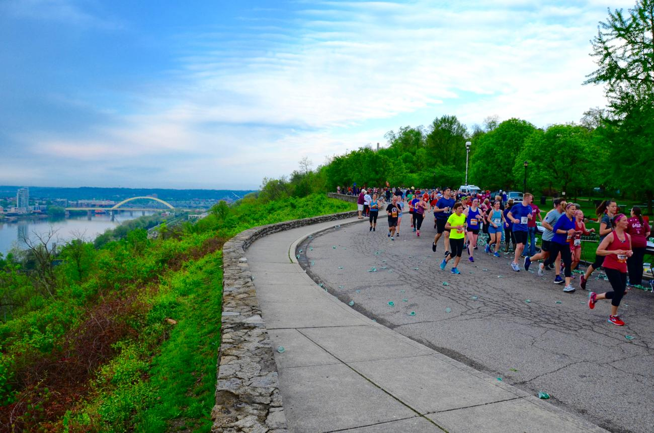 Runners making their way through the Twin Lakes of Eden Park / Image: Leah Zipperstein, Cincinnati Refined // Published: 5.7.18