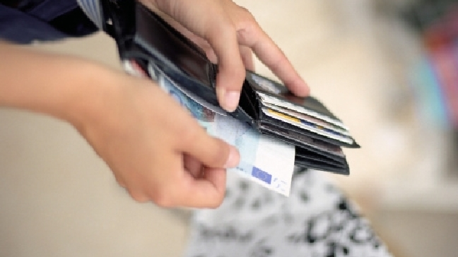 Using Credit Cards Responsibly for Holiday Shopping