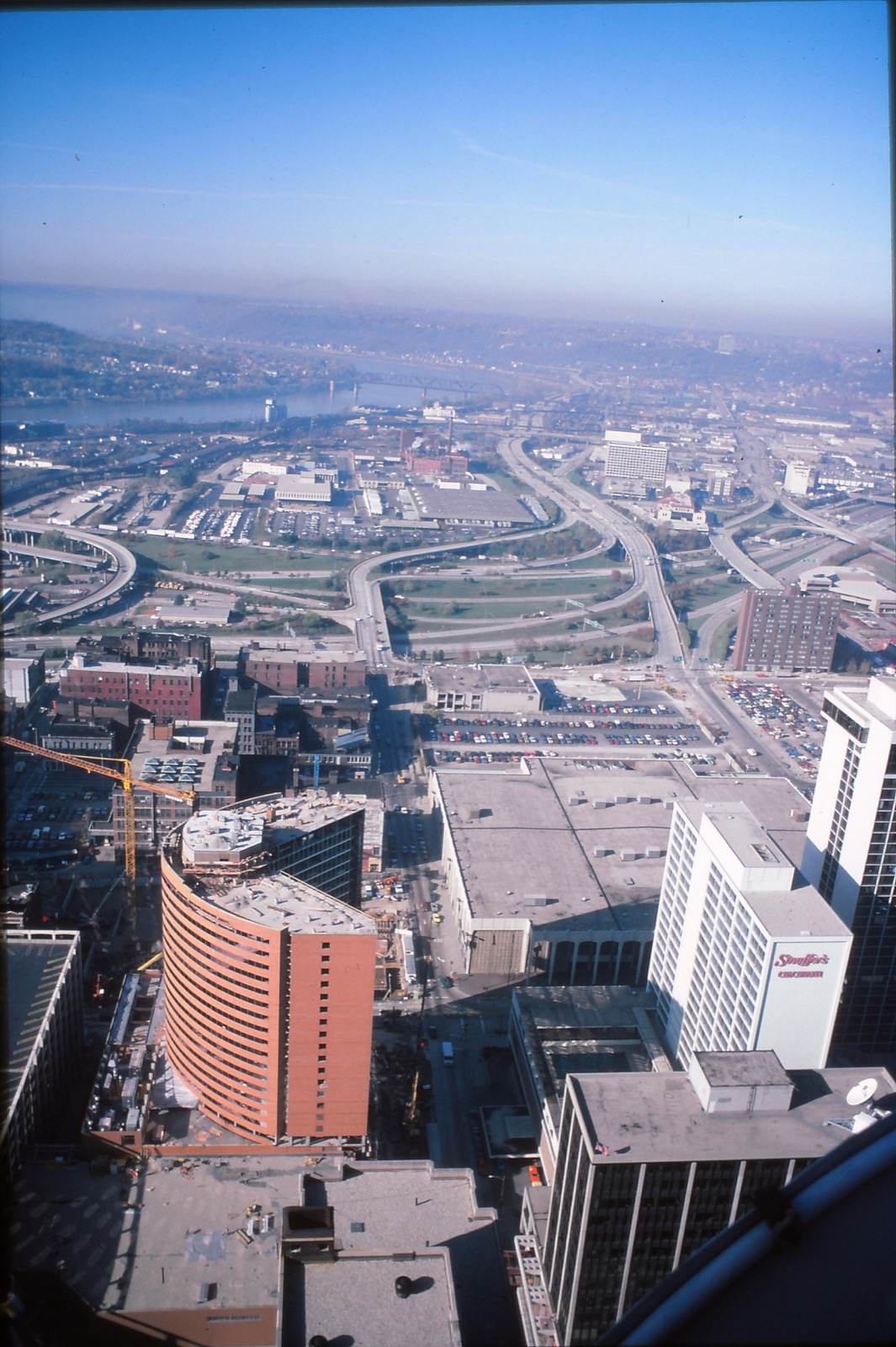 "Whether it's the bellbottoms, the retro cityscapes, or the graininess from a 35mm film camera, these photos of Cincinnati from the 1980s (courtesy of Flickr user ""mplstodd"") are about as romantic as it gets. For those who were alive during that decade, they offer a prime avenue for reminiscing. For those who weren't, they're an uncanny escape into a Queen City from a different age. / Image courtesy of Flickr user mplstodd // Published: 3.12.18"