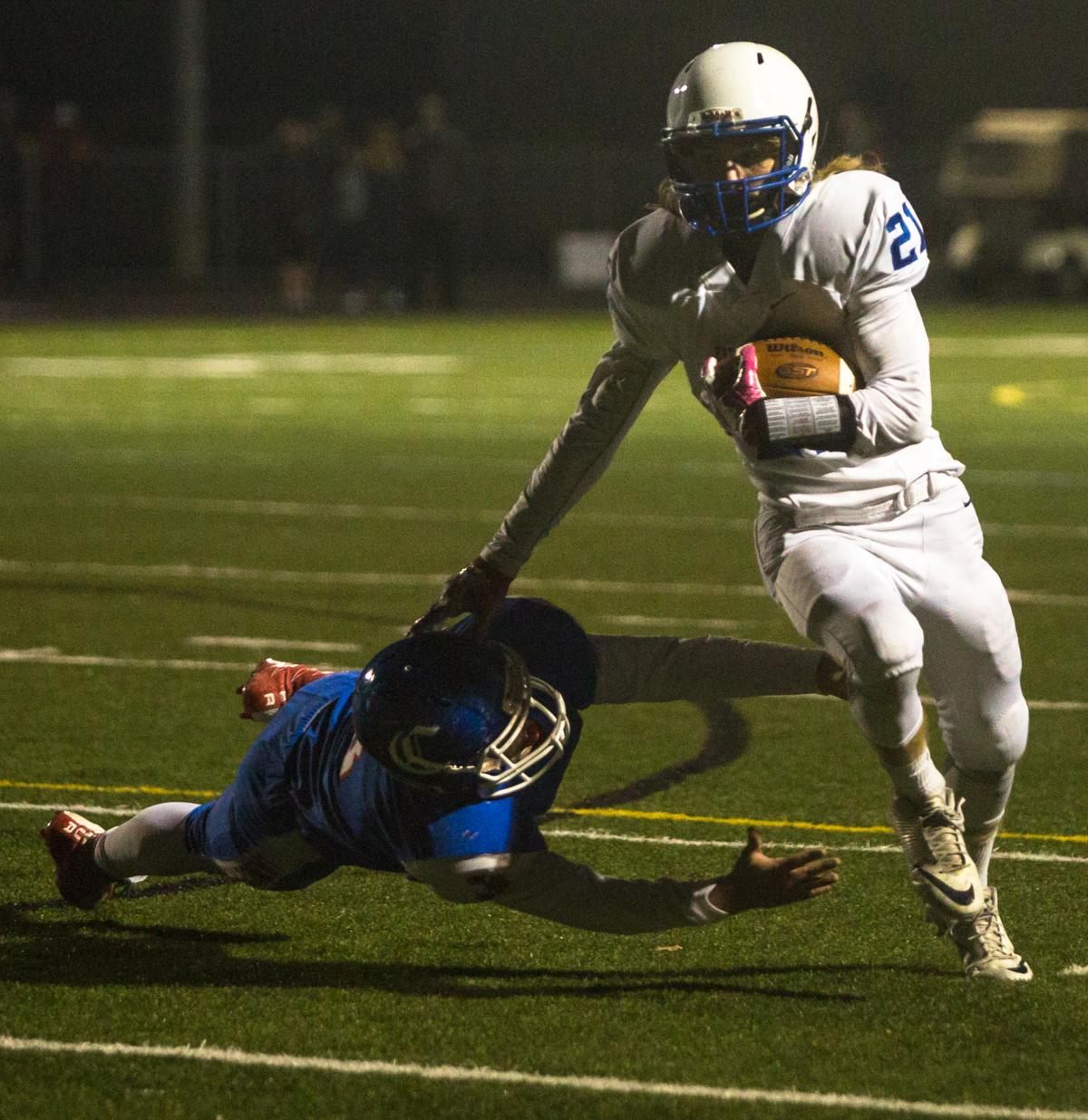 Eagle Point Eagles wide receiver Noah Page (#21) evades a defender. Eagle Point defeated Churchill 42-37. Photo by Justin Hartney, Oregon News Lab