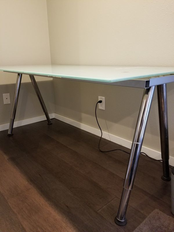 "Desks! The average price of a desk in Seattle is $88. OfferUp suggests being specific in your searches for the kind of desk your looking for. ""Computer desks"" are the most searched kind of desk. (Image courtesy of OfferUp)."