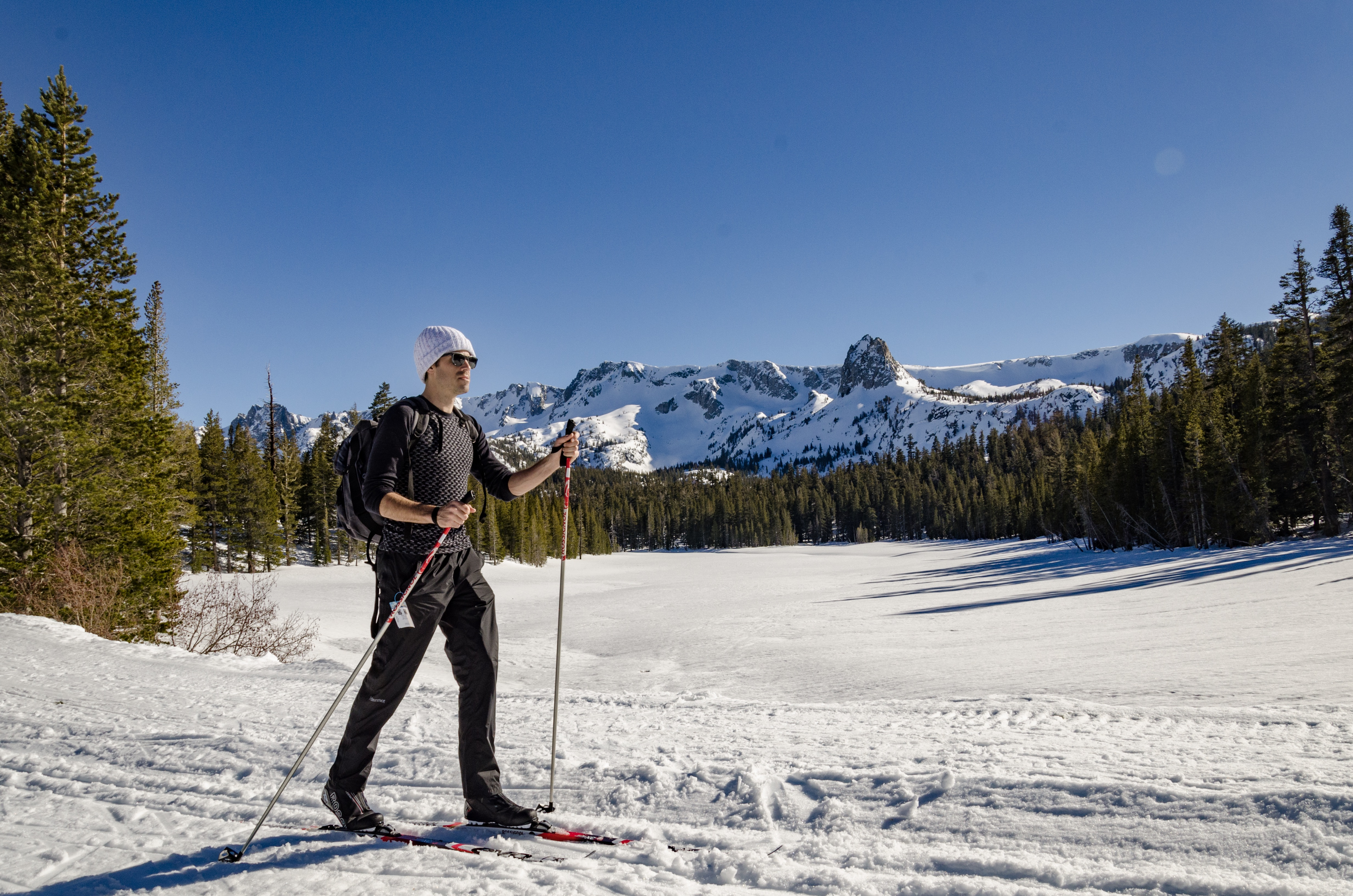 Cross country skiing through the Mammoth Lakes Basin is a good way to beat the crowds and get in a great cardio workout on a busy winter day.