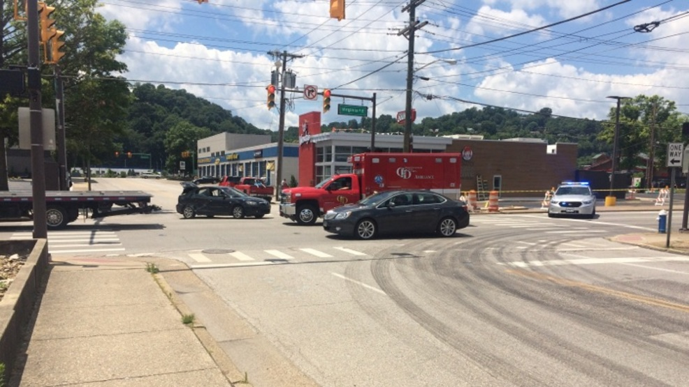 Charleston ambulance hit by car on clendenin street wchs for Department of motor vehicles charleston west virginia