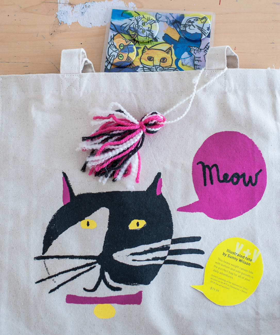 Illustrated tote bag with cat magnets{ }/ Image: Kellie Coleman // Published: 1.30.20