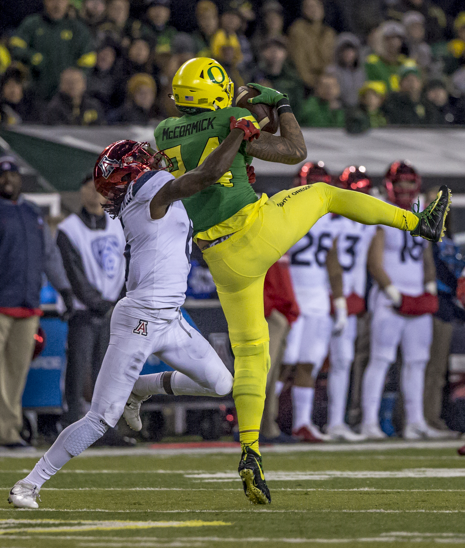 Oregon tight end Cam McCormick (#84) leaps to catch a pass from quarterback Justin Herbert (#10). The Oregon Ducks defeated the Arizona Wildcats 48 to 28 during a chilly evening game at Autzen Stadium on November 18, 2017. Photo by Ben Lonergan, Oregon News Lab