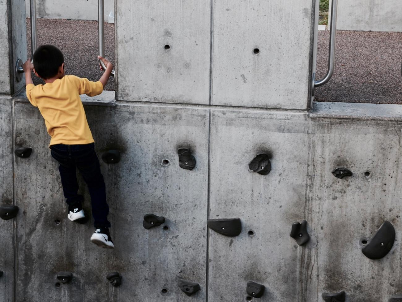 Rock climbing for the little tykes at Smale Park / Image: Leah Zipperstein, Cincinnati Refined // Published: 10.31.17
