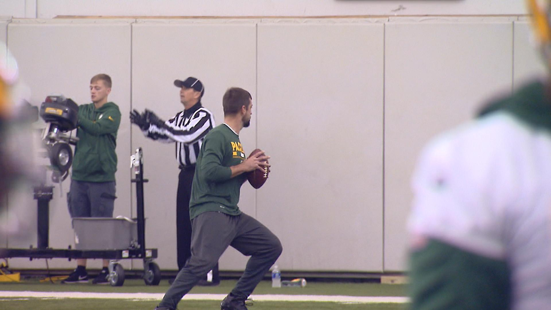 Green Bay Packers quarterback Aaron Rodgers goes through rehab drills at practice Nov. 15, 2017. (WLUK image)
