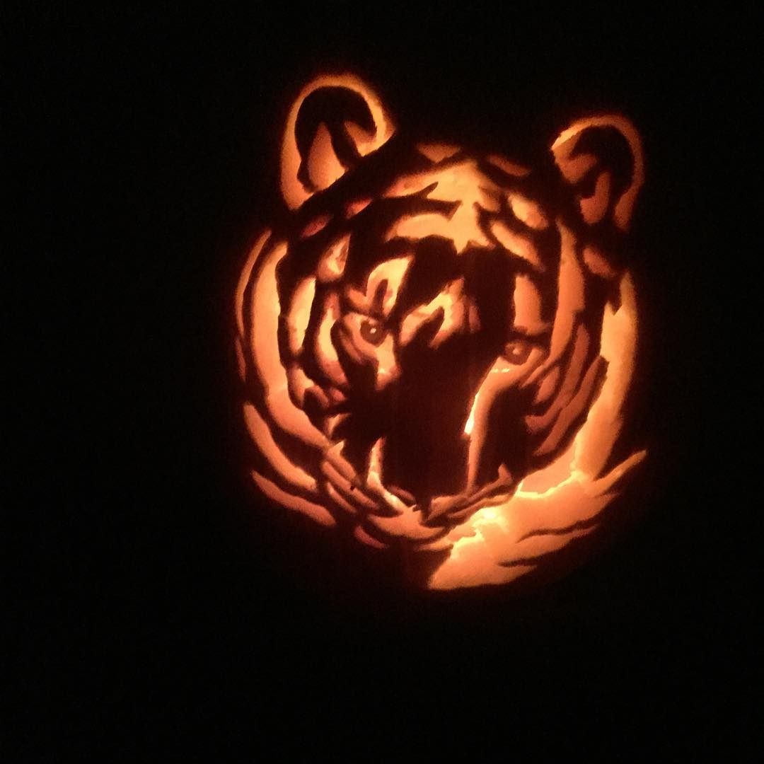 "IMAGE: IG user @missflight / POST: ""Pumpkin carving is my favorite!! What will I do next year? Hmm."" / PUBLISHED: 10.21.16"