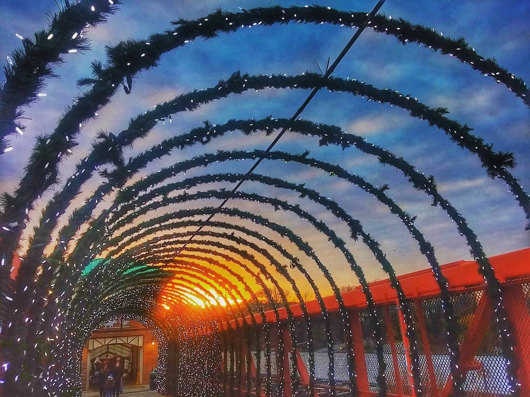 Image: IG user @ddaniels410 / Post: Another SPECTACULAR sunset in Cincy! / Published: 12.17.16