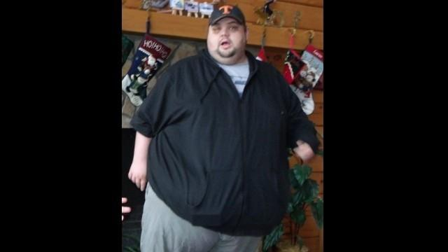 At his peak weight in February 2012, Justin weighed 592 pounds. Knowing how dangerous it was to be so heavy helped him stay motivated to make healthy choices until the habits to become second nature.