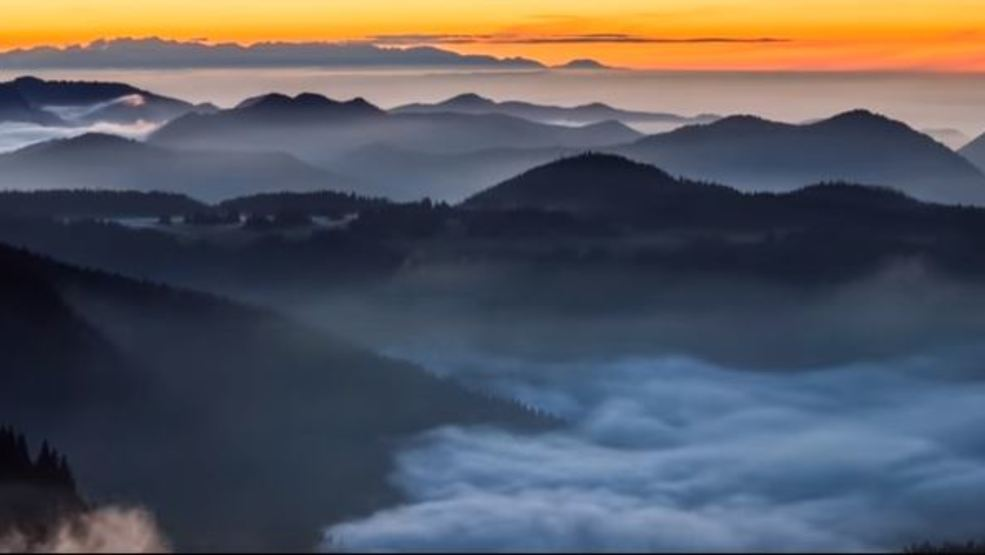 Photographers capture nature's beauty in time lapse video